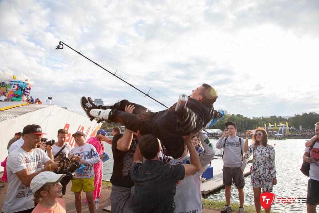 Чудаки в воздухе: репортаж с Red Bull Flugtag 2019